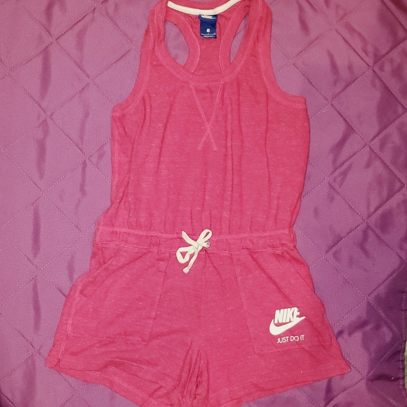 Pink Nike Romper with pockets 🍑🍎👀